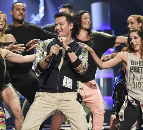 Victor Manuelle en los ensayos de Premios Tu Mundo 2015