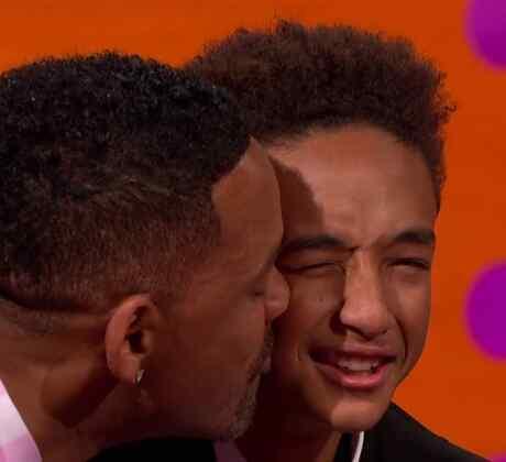 Will Smith besando a su hijo Jaden Smith
