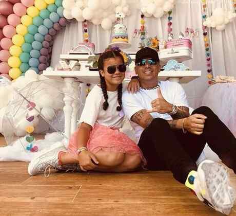 Foto de Wisin con su hija
