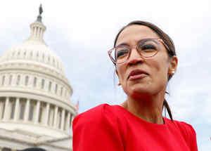 La congresista demócrata por New York, Alexandria Ocasio-Cortez, frente al Capitolio el 18 de noviembre de 2018