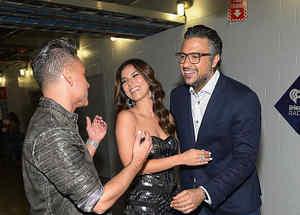 Roselyn Sanchez, Jorge Bernal y Jaime Camil detrás de cámaras en el iHeartRadio Fiesta Latina