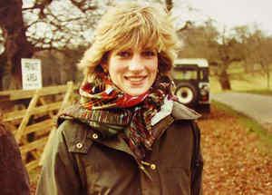 La princesa Diana de Gales durante un paseo por la campiña inglesa en la década de 1980.