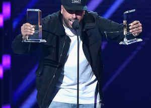 Nicky Jam ganando dos Premios Billboard