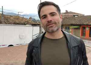 Roberto Manrique en Sin Senos Sí Hay Paraíso 3