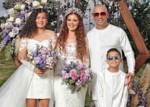 Wisin, su esposa Yomaira Ortiz, y sus hijos