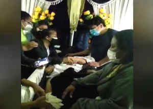Familia se lleva sorpresa tras destapar ataúd de una mujer