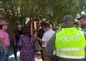 Policía y familiares de una secta en Colombia