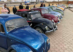 Fanáticos del vocho de VolksWagen recorren El Cairo