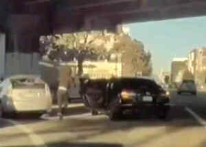 Captan el robo a un automovilista en San Francisco