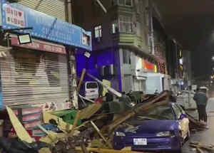 Hombre se salva de que le cayera un techo encima en Turquía