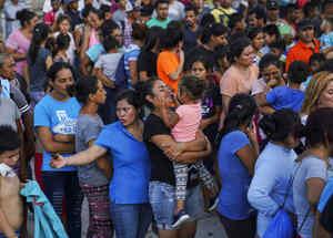 Migrantes en busca de asilo esperan en Matamoros, México