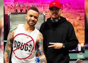 Nacho con su tatuador Will Peña