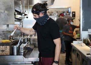 Sous-chef Francisco López del restaurante Buya en Miami