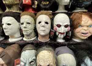 Escasean disfraces, pelucas y otros artículos de Halloween