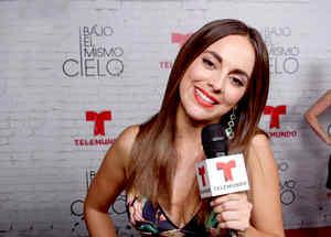 """María Elisa Camargo en la premiere de """"Bajo el mismo cielo"""""""