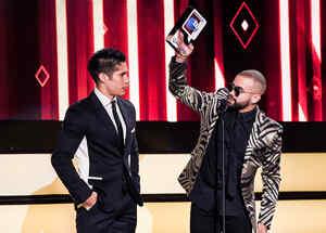Chino y Nacho en Premios Tu Mundo 2016