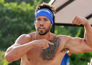 Tavo González presume sus músculos
