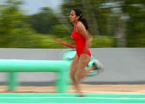 Aridt corriendo con estafeta en mano