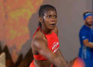 Yamilet concentrada en la puntería