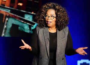 Oprah Winfrey habla en el escenario durante una grabación de su programa de televisión en el distrito de Manhattan de Nueva York, Nueva York, EE. UU., 5 de febrero de 2019
