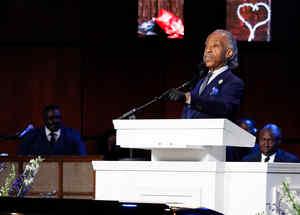 El padre Al Sharpton pronuncia su discurso en el funeral de George Floyd.
