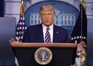 El presidente Donald Trump habla durante una conferencia de prensa en la sala de conferencias de prensa James Brady de la Casa Blanca el 18 de septiembre de 2020 en Washington, D.C.