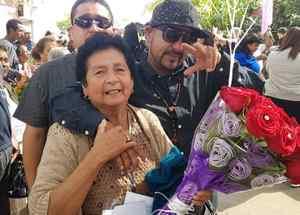 Un inmigrante se reúne con su madre a través del Programa Palomas Mensajeras implementado en Michoacán.