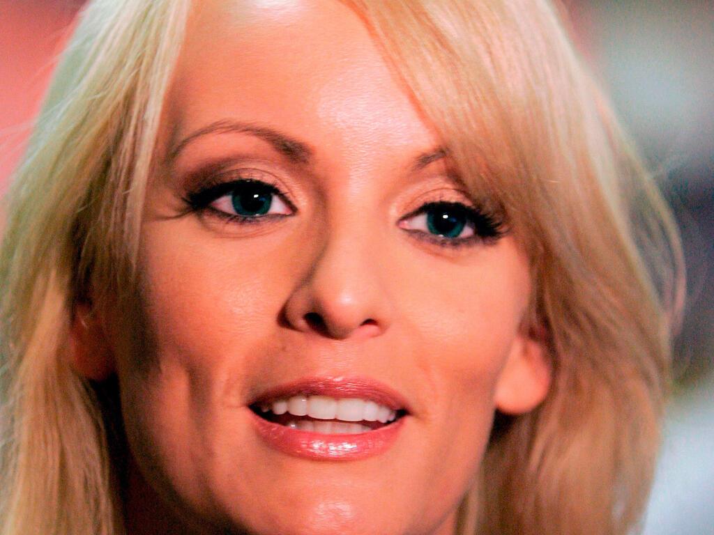 Actrices De Series Pasadas Al Porno la actriz porno stormy daniels no se rinde. renueva intento