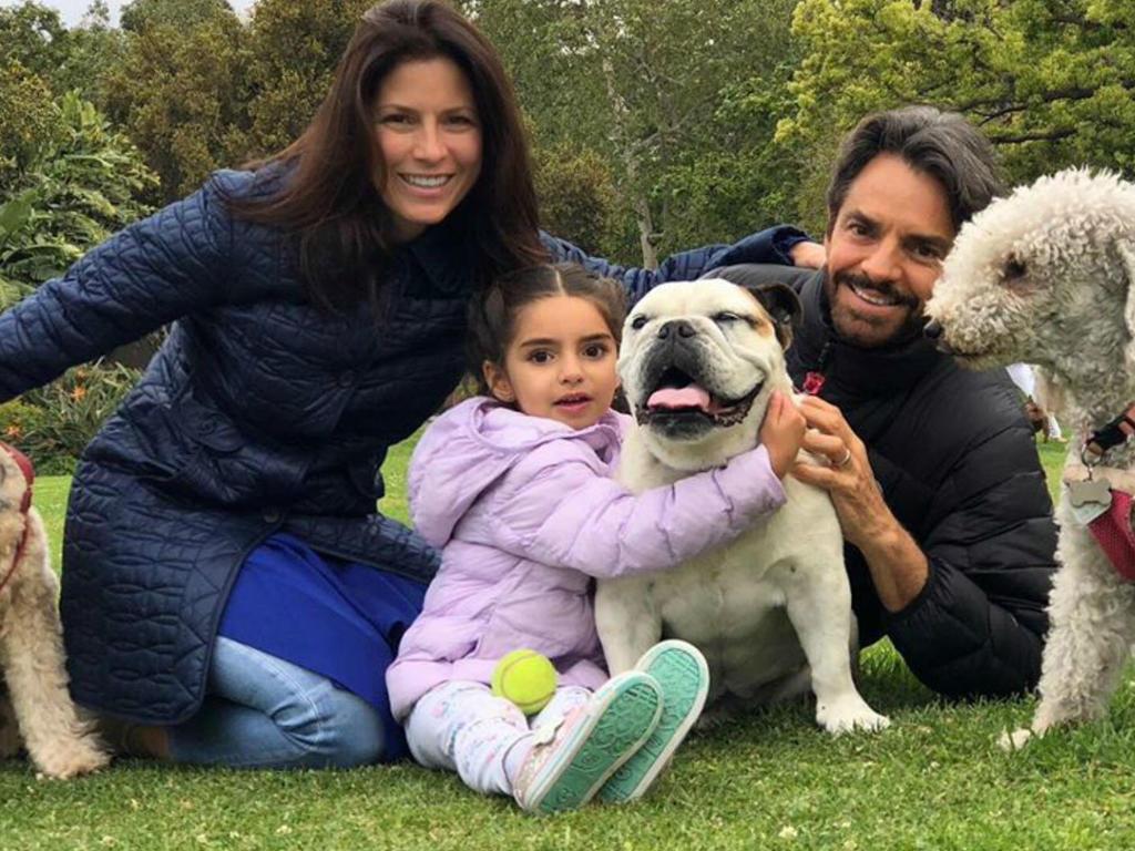 Aitana y Eugenio Derbez disfrutan de una tarde de juegos con perritos